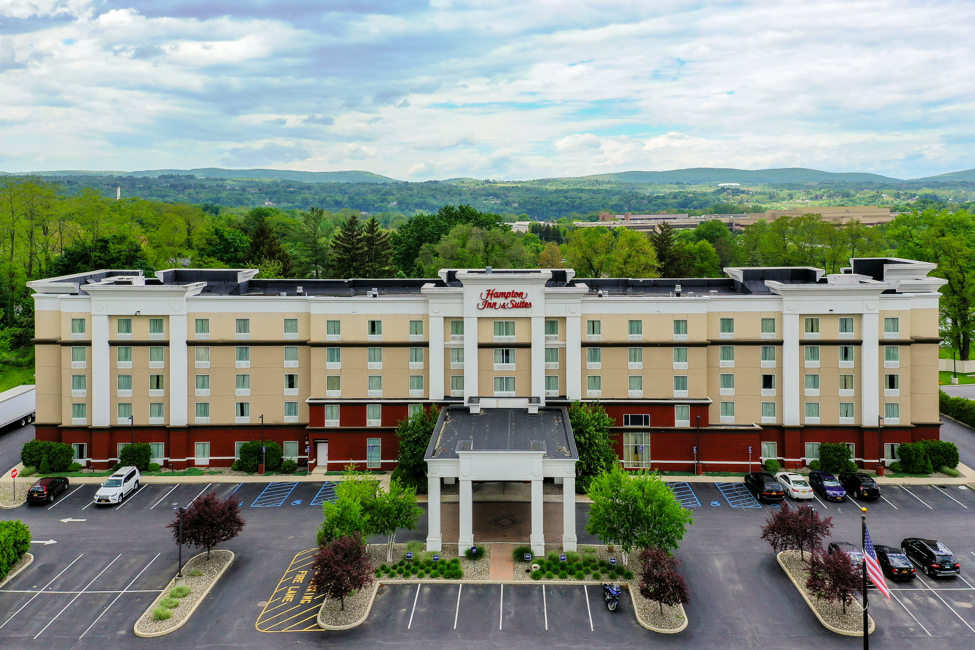 Aerial photo of front of Hampton Inn & Suites building